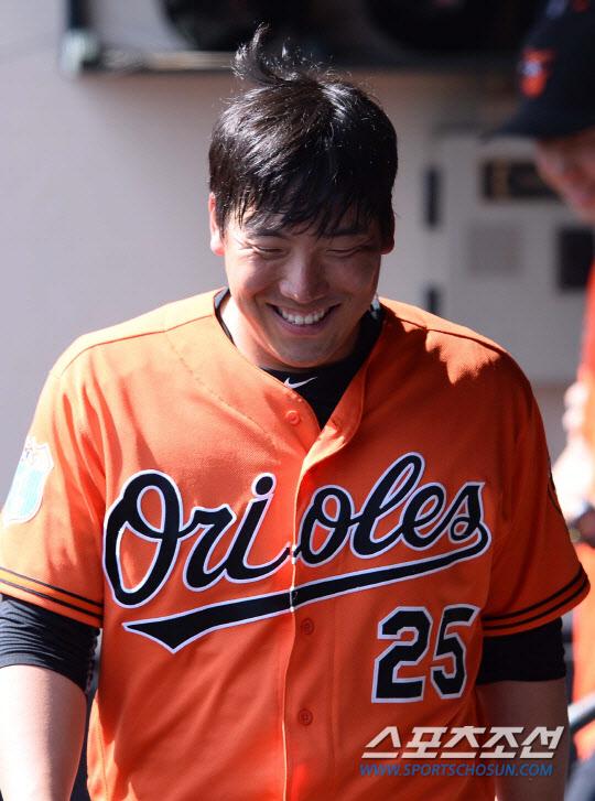 Kim Hyun-soo blast first Major Leaguehomerun
